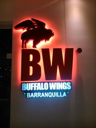 Hampton by Hilton Barranquilla : Al lado del hotel encuentran un Buffalo Wings
