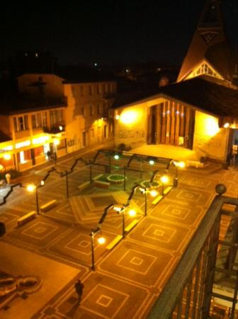 Hotel Stella D'Italia: Vista camera sulla piazza e lateralmente il mare
