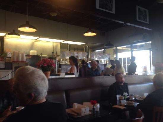 Joni's Coffee Roasting Cafe : Getting crowded and delicious