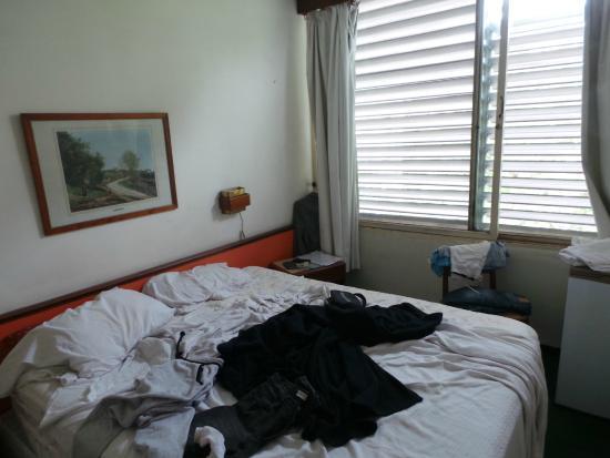 Austral Hotel Montevideo: o quarto..