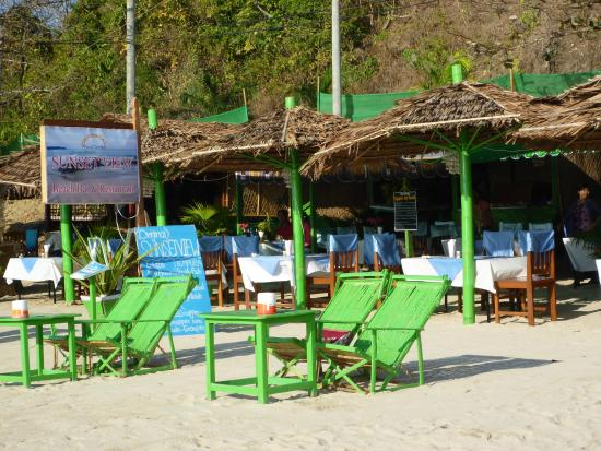 Sunset View Beach Bar & Restaurant : Sunset View (the original) one of the best on the beach...