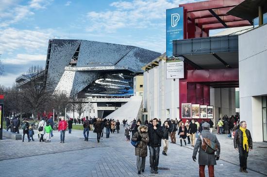 Paris, France: Les Philharmonie 1 (bâtiment J. Nouvel) et 2 (Bâtiment C. de Portzamparc).