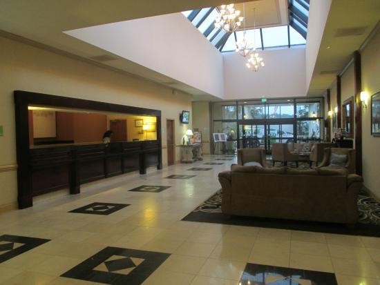 Holiday Inn Fayetteville I-95 South: Lobby