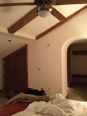Austria Haus Hotel: Slanted ceiling and dark room.