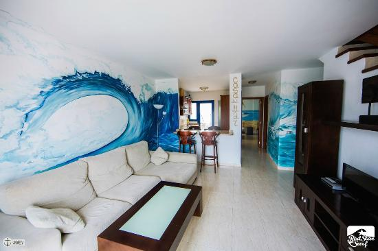 Red Star Surf & Yoga Camp: Casa Del Mar: living room