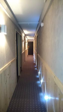 Christiania Hôtel: Hallway with funky lights