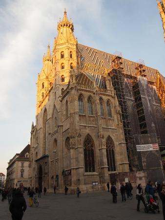 Stephansplatz: Vista. Se observa la Catedral