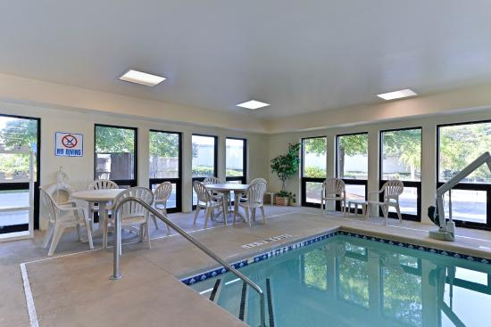 Comfort Inn & Suites at Stone Mountain: Indoor Heated Pool
