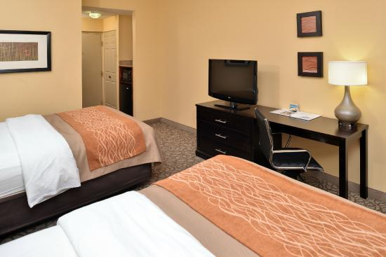 Comfort Inn & Suites at Stone Mountain: Two Queen Bed Standard