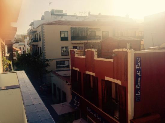 Puerto Azul Hotel: Ausblick in die Gasse und Berge!