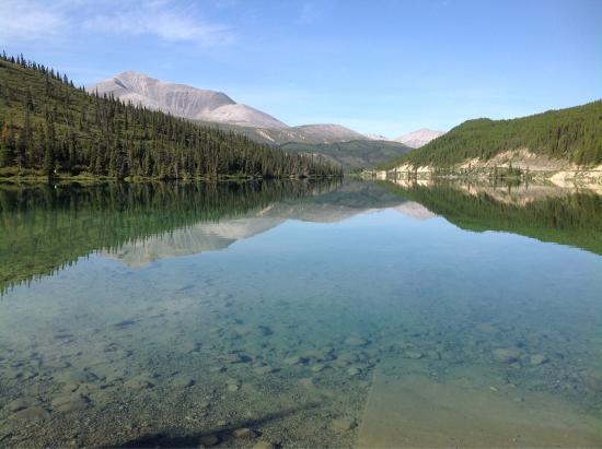 Muncho Lake Provincial Park: Amazing lake