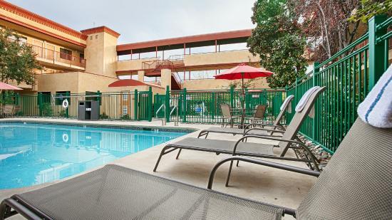 BEST WESTERN PLUS Orchid Hotel & Suites: Pool Area