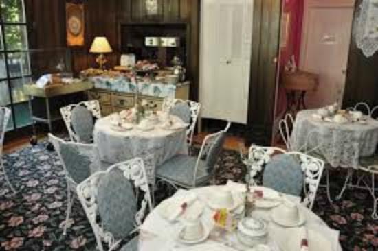 Chateau Lorraine: Breakfast/Dining Room