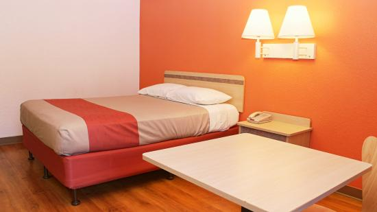 Motel 6 Rochester Airport: Guest Room