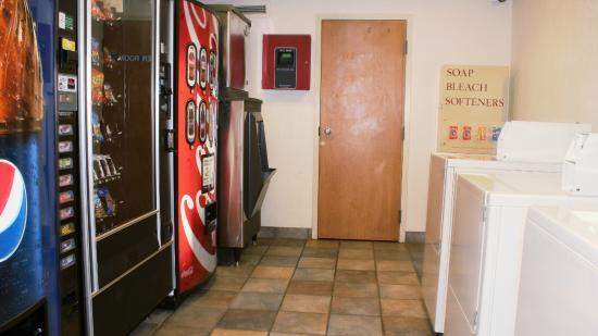 Motel 6 Rochester Airport: Vending
