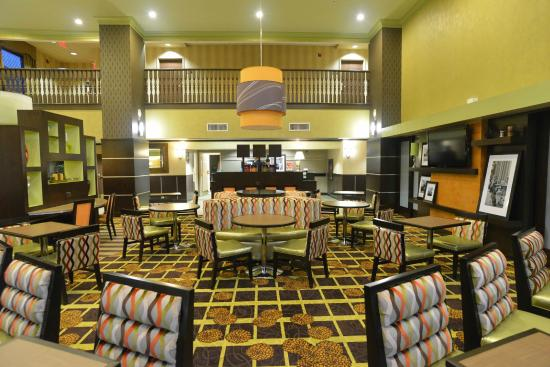 Hampton Inn and Suites Lake City: Lobby Seating