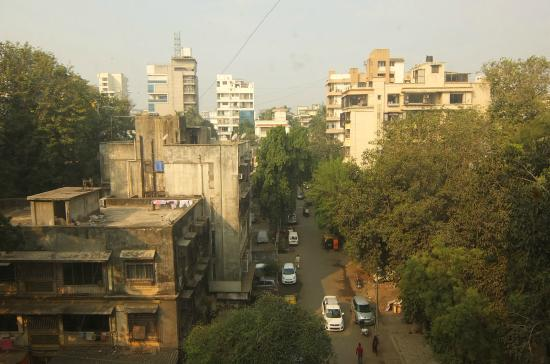 Hotel Regal Enclave : Couldn't expect much better from the view in the heart of Mumbai. The street was relatively quie