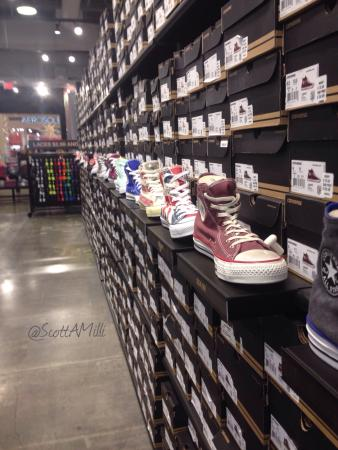 The converse store picture of the outlet collection jersey gardens elizabeth tripadvisor for Amc jersey gardens 20 elizabeth nj