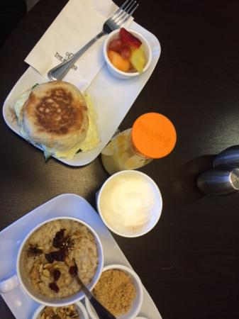 Courtyard Scranton Wilkes-Barre: Breakfast