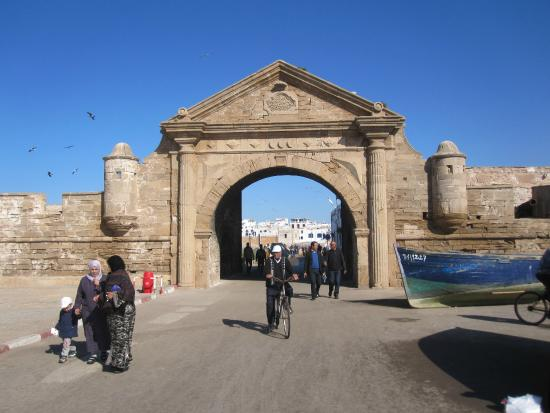 Krikich Day Tours: A gate in the old town of Essaouira