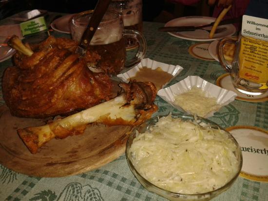 Joelho de porco (Hintere Schweinsstelze)