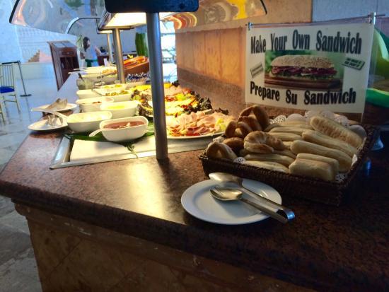 Grand Park Royal Cancun Caribe: Restaurante cocay - as exigências garantem que você não encontrará um banhista sujo de areia no