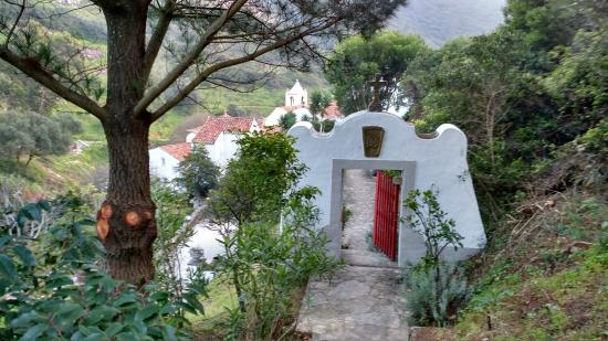 Convento de Sao Saturnino: Front gate