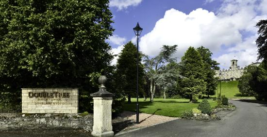 Doubletree by Hilton, Dunblane-Hydro: Entrance to Hotel Grounds
