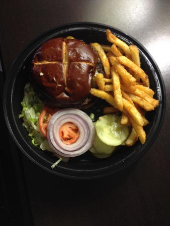 Redwood Lodge: Redwood Burger and Fries.