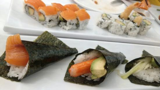 Waterloo, Канада: Sushi Rolls & Hand Rolls