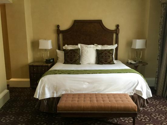 The Roosevelt New Orleans, A Waldorf Astoria Hotel: King Superior Room