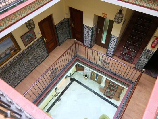 Hotel Montecarlo: patio et couloir