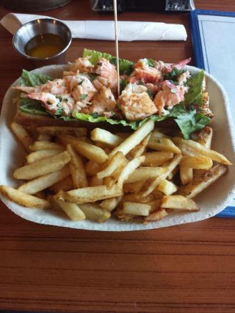 Captain Jim's Seafood Market Restaurant: Lobster Roll & Fries