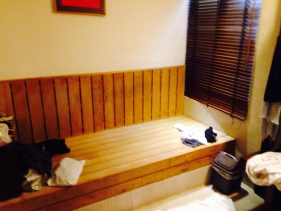 Sweetme Hotspring Resort : Resting area in the room