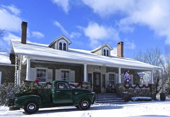 1837 Cobblestone Cottage Bed and Breakfast: It's a snow day!