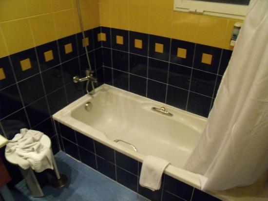 Hotel RH Victoria: Badkamer