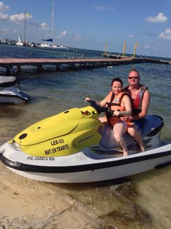 Aquamarina Beach Hotel: The jetski hire at the hotel beach,cheap to hire too