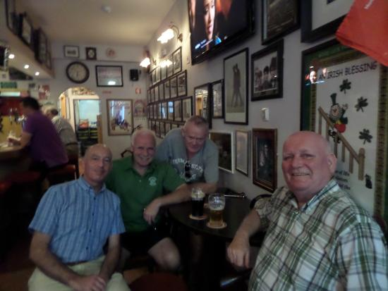 Hickey's Irish Pub : Pat Hickey (3rd from the left) with myself and friends from home I met perchance at Hickeys
