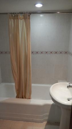 San Francisco Hotel: EL baño, viejo pero limpio