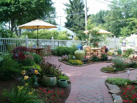 Barleytwist tea garden tea rooms columbiana for Garden rooms reviews
