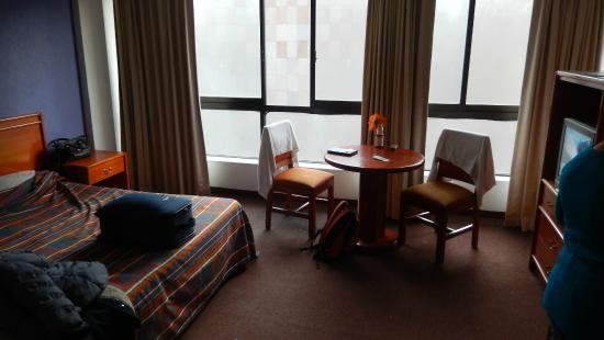 San Francisco Hotel: Amplia habitacion