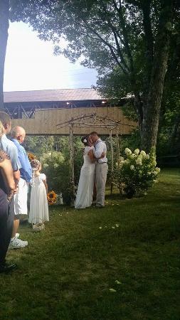 Covered Bridge Farm Table : Summer Wedding