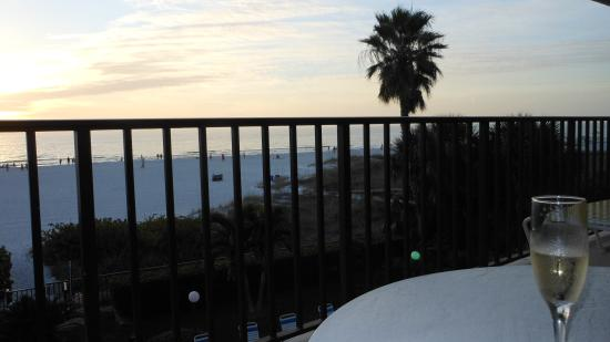 Gulf Beach Resort: Sunsets can't be beat!