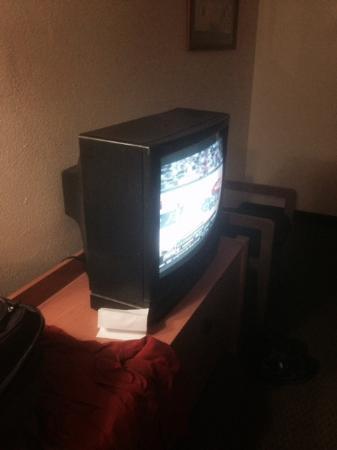 Super 8 San Diego/Imperial Beach: old tv