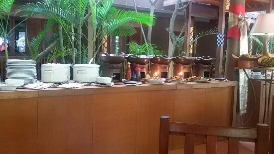 Nyiur Indah Beach Hotel: Buffet