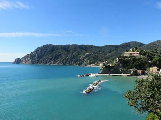هوتل بورتو روكا: View of Monterosso.