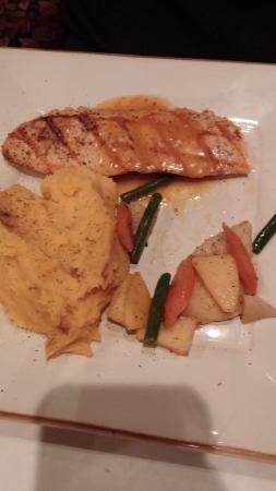 Pirogue Grille : Glazed salmon