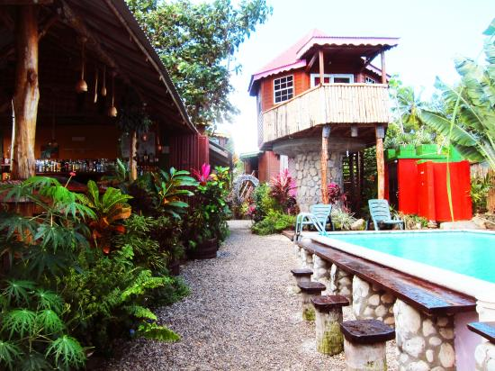 POZ Restaurant & Bar at Calibishie Gardens : The view into the land of Poz!