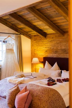 Himmlhof: Comfortable beds and beautiful interior - the suite bedroom. There is a balcony in the room as w