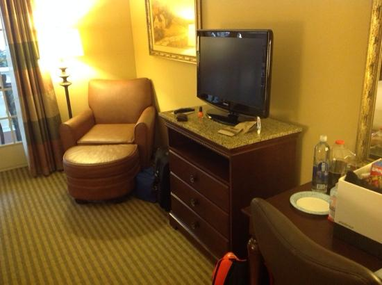 DoubleTree Resort by Hilton Hotel Lancaster: relaxing chair and foot hassock
